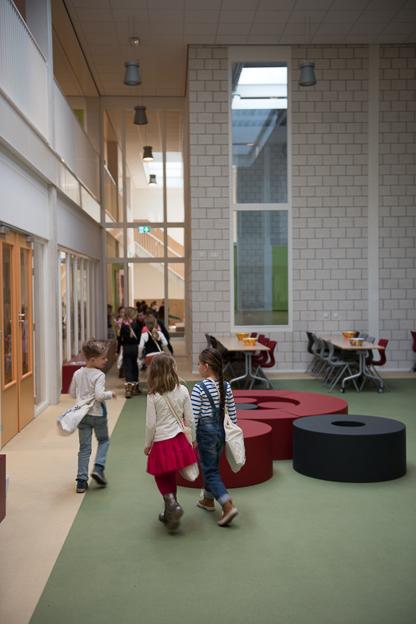 Daylight & Architecture Buiten_de_Veste_School © (c) Thekla Ehling ,  Koernerstrasse 6-8 ,  50823 Koeln , Germany ,   mobil+49(0)1777635242 ,  http://www.thekla-ehling.de ,  t.ehling@netcologne.de ,  Konto: ING- D i B A F r a n k f u r t ,  BLZ: 500 105 17,  Kto-Nr: 5400 23 24 11 ,  Verwendung nur gegen Honorar + MwSt und Beleg. Urhebernennung wird verlangt.  Keine Rechte Dritter verfuegbar, es gelten die Allgemeinen Geschaefts Bedingungen