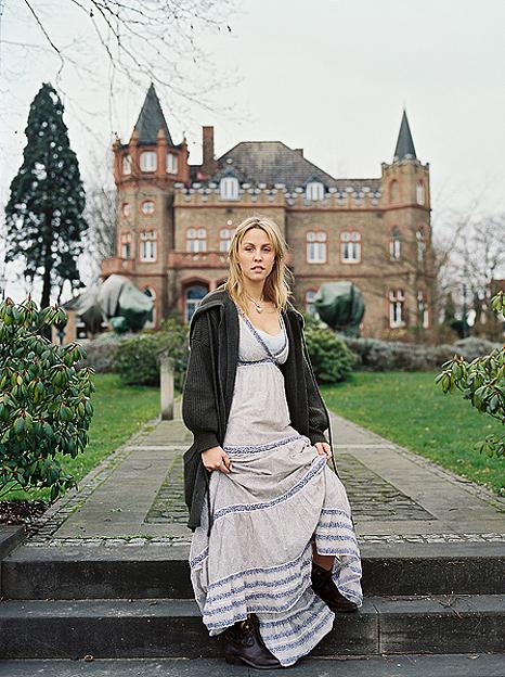 © (c) Thekla Ehling ,  Koernerstrasse 6-8 ,  50823 Koeln , Germany ,    mobil+49(0)1777635242 ,  http://www.thekla-ehling.de ,  t.ehling@netcologne.de ,